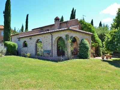 Image 2 | 2 bedroom farmhouse for sale with 1.6 hectares of land, Castiglione del Lago, Perugia, Umbria 179673