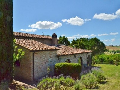 Image 3 | 2 bedroom farmhouse for sale with 1.6 hectares of land, Castiglione del Lago, Perugia, Umbria 179673