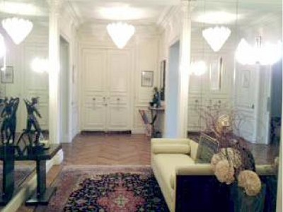 Spacious Apartment for sale in the 16th Arondissement Paris with 3 bedrooms.