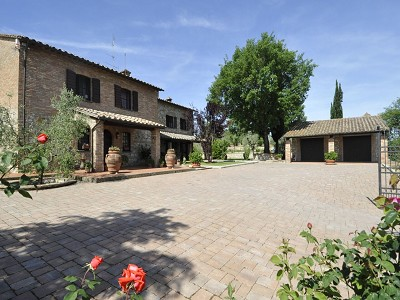 Image 2 | 4 bedroom farmhouse for sale with 0.35 hectares of land, Fabro, Terni, Umbria 179992
