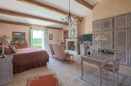 Image 15 | 12 bedroom farmhouse for sale with 310,000m2 of land, Orgon, Bouches-du-Rhone , Luberon 181100