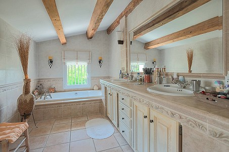 Image 16 | 12 bedroom farmhouse for sale with 31 hectares of land, Orgon, Bouches-du-Rhone , Luberon 181100