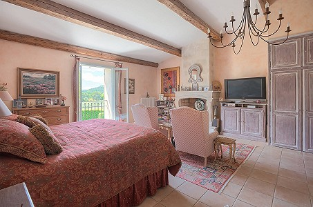 Image 17 | 12 bedroom farmhouse for sale with 310,000m2 of land, Orgon, Bouches-du-Rhone , Luberon 181100
