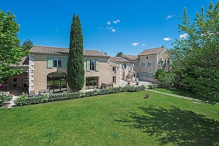 Image 3 | 12 bedroom farmhouse for sale with 310,000m2 of land, Orgon, Bouches-du-Rhone , Luberon 181100
