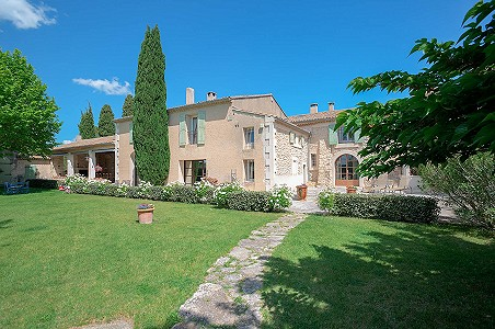 Image 7 | 12 bedroom farmhouse for sale with 310,000m2 of land, Orgon, Bouches-du-Rhone , Luberon 181100