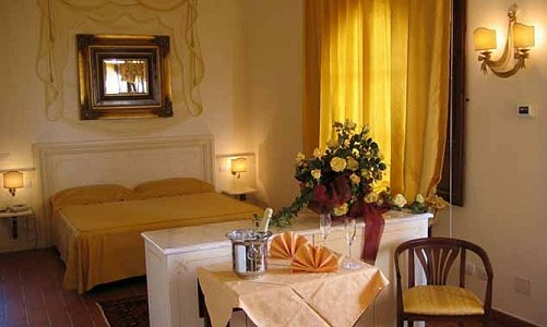 Image 1 | Beautiful 67 Bedroom Hotel in Tuscany for Sale 181243