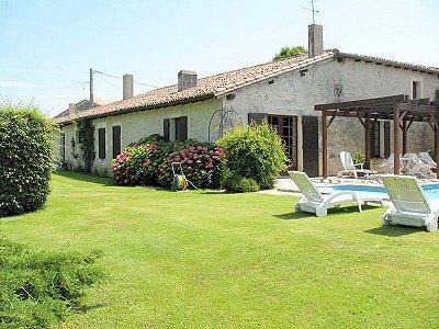 6 bedroom house for sale, Jonzac, Charente-Maritime, Poitou-Charentes