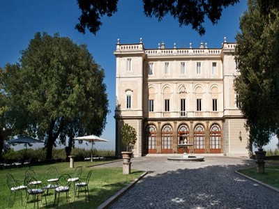 Superb Historic Hotel in the outskirts of Rome
