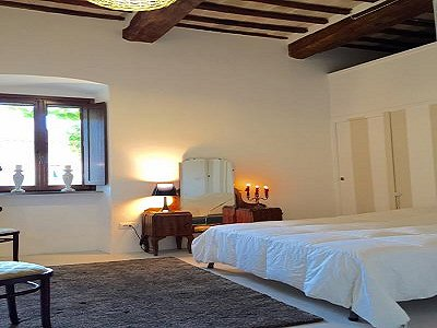 Image 14   3 bedroom farmhouse for sale with 0.22 hectares of land, Magione, Perugia, Umbria 184220