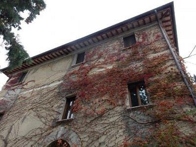 Image 3   3 bedroom farmhouse for sale with 0.22 hectares of land, Magione, Perugia, Umbria 184220