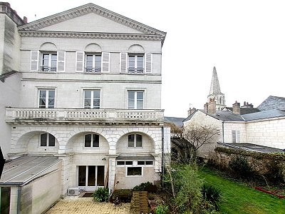 A Classical Style Property with Gite and 6 bedrooms  for sale in Vendome  in the Loire Valley