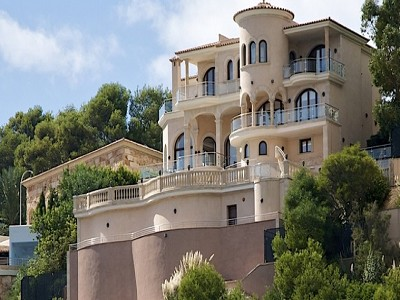 Stunning villa and guest apartment in Sol de Mallorca for sale with direct sea access