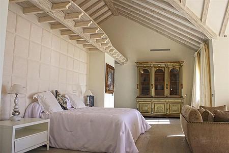 Image 12 | 9 bedroom villa for sale with 0.58 hectares of land, El Paraiso Barronal, Estepona, Malaga Costa del Sol, Andalucia 184696