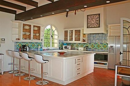 Image 14 | 9 bedroom villa for sale with 0.58 hectares of land, El Paraiso Barronal, Estepona, Malaga Costa del Sol, Andalucia 184696