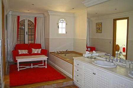 Image 15 | 9 bedroom villa for sale with 0.58 hectares of land, El Paraiso Barronal, Estepona, Malaga Costa del Sol, Andalucia 184696