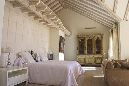 Image 8 | 9 bedroom villa for sale with 0.58 hectares of land, El Paraiso Barronal, Estepona, Malaga Costa del Sol, Andalucia 184696