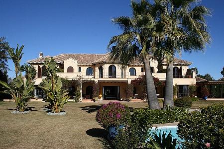 Image 9 | 9 bedroom villa for sale with 0.58 hectares of land, El Paraiso Barronal, Estepona, Malaga Costa del Sol, Andalucia 184696