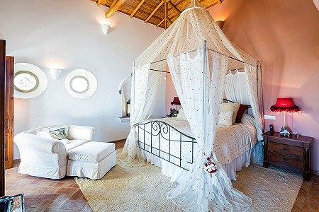 Image 11 | 4 bedroom villa for sale with 0.73 hectares of land, Atalaia, Western Algarve, Algarve 185256
