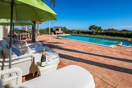 Image 7 | 4 bedroom villa for sale with 0.73 hectares of land, Atalaia, Western Algarve, Algarve 185256