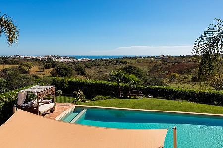 Image 8 | 4 bedroom villa for sale with 0.73 hectares of land, Atalaia, Western Algarve, Algarve 185256