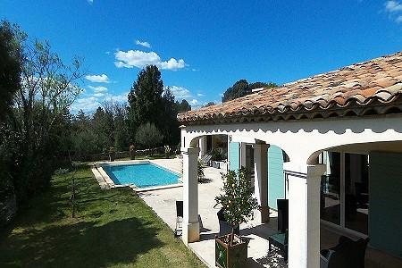 Villa france uzes 185383 prestige property group for Garage uzes gard