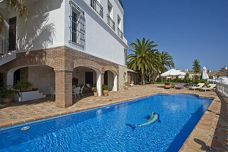 Image 2 | 9 bedroom farmhouse for sale with 0.45 hectares of land, Fuengirola, Malaga Costa del Sol, Andalucia 185596