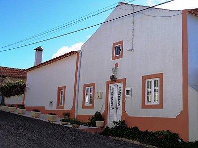 Image 1 | 2 bedroom villa for sale with 1,800m2 of land, Caldas da Rainha, Leiria, Costa de Prata Silver Coast 186727
