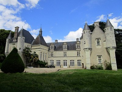 Image 1 | Charming French Chateau for Sale in the Loire Valley with 11 Bedrooms and Boutique Hotel Appeal 187049