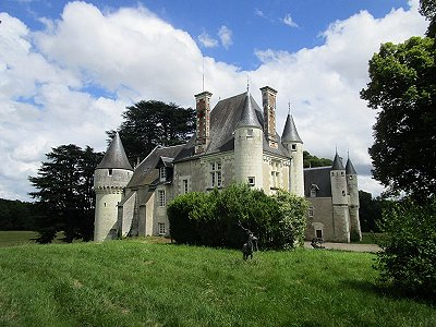 Image 23 | Charming French Chateau for Sale in the Loire Valley with 11 Bedrooms and Boutique Hotel Appeal 187049