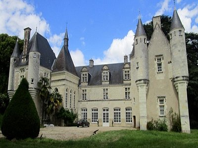 Image 3 | Charming French Chateau for Sale in the Loire Valley with 11 Bedrooms and Boutique Hotel Appeal 187049