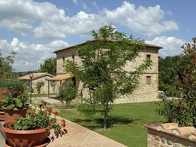 Agrotourism Complex with 4 Farmhouses in Citta Della Pieve, Umbria for sale with 90000m2 of land