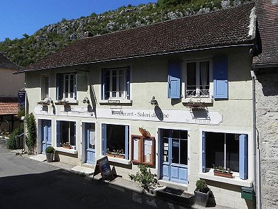 6 bedroom restaurant bar for sale, St Cirq Lapopie, Lot, Midi-Pyrenees