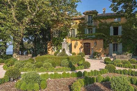 Exceptional estate for sale in the Var with stables, guest house and chapel