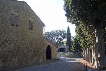 Fabulous estate/hamlet for sale in Tuscany with 170 hectares of land