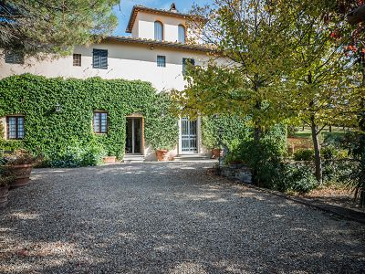Stunning estate in Tuscany for sale with 8 bedrooms