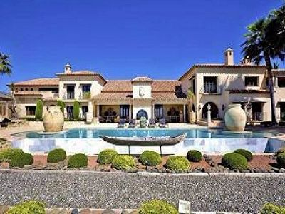Superb waterfront villa in Marbella for sale with guest apartment