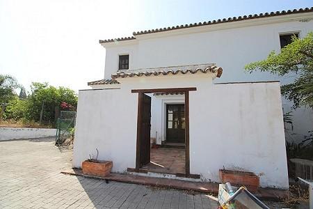 4 bedroom farmhouse for sale, Estepona, Malaga Costa del Sol, Andalucia