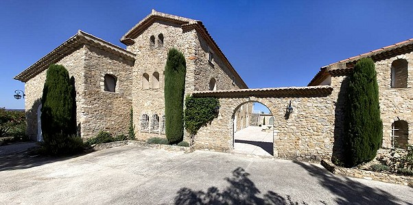 8 bedroom French chateau for sale, Laudun l'Ardoise, Gard, Languedoc-Roussillon
