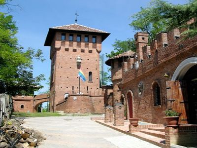 Castle with 4 bedroom suites and swimming pool for sale in northern Italy