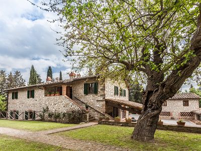 Fabulous Tuscan estate for sale with three buildings, 13 bedrooms in total
