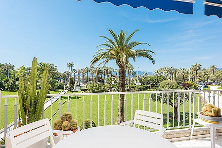 2 bedroom apartment for sale, Croisette, Cannes, Cote d'Azur French Riviera