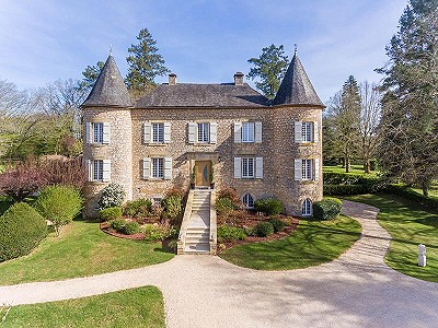 Chateau with B&B/Gite business for sale in Dordogne with pool