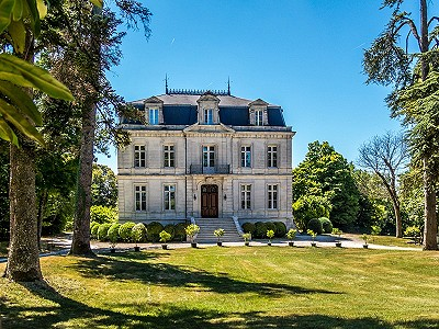 9 bedroom French chateau for sale, Lignieres Sonneville, Charente, Poitou-Charentes