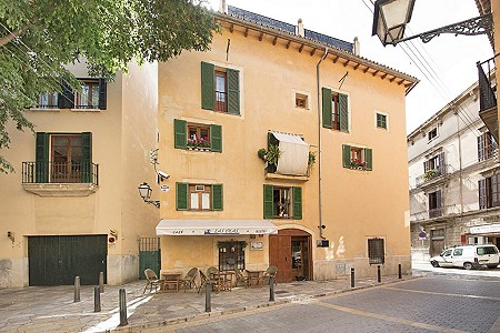 Charming Restaurant Bar, Penthouse and Roof terrace in the heart of Palma for sale