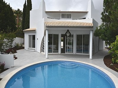 Superb 4 bedroom villa for sale in Vale do Garrao