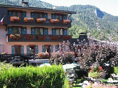 Charming 18 room Hotel and Restaurant in the centre of Les Houches for sale with pool