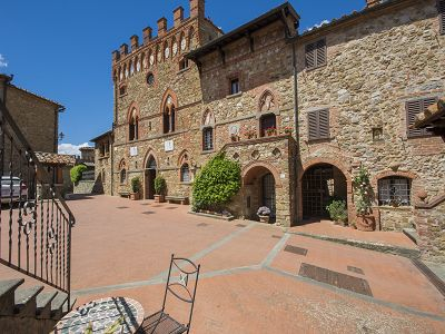 Fabulous castle estate near Siena for sale with 11 bedrooms and pool