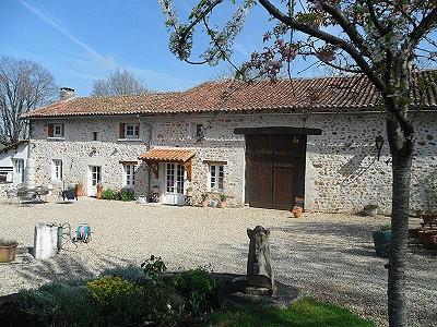 3 bedroom farmhouse for sale, La Rochefoucauld, Charente, Poitou-Charentes