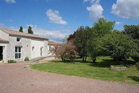 11 bedroom house for sale, Courcon, Charente, Poitou-Charentes