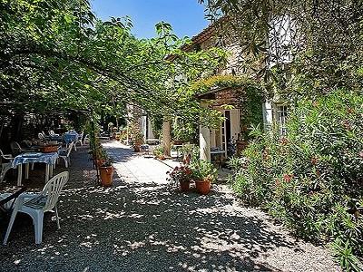 11 bedroom farmhouse for sale, Aigueze, Gard, Languedoc-Roussillon